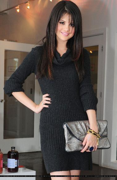 Fashion Clothes Designing And Tattoos: selena gomez black dress