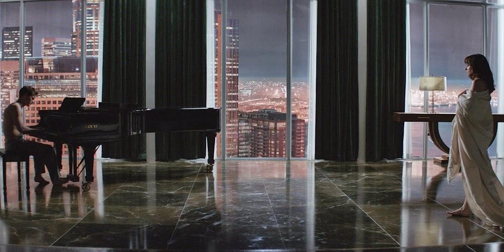 Jamie Dornan e Dakota Johnson em CINQUENTA TONS DE CINZA (Fifty Shades of Grey)