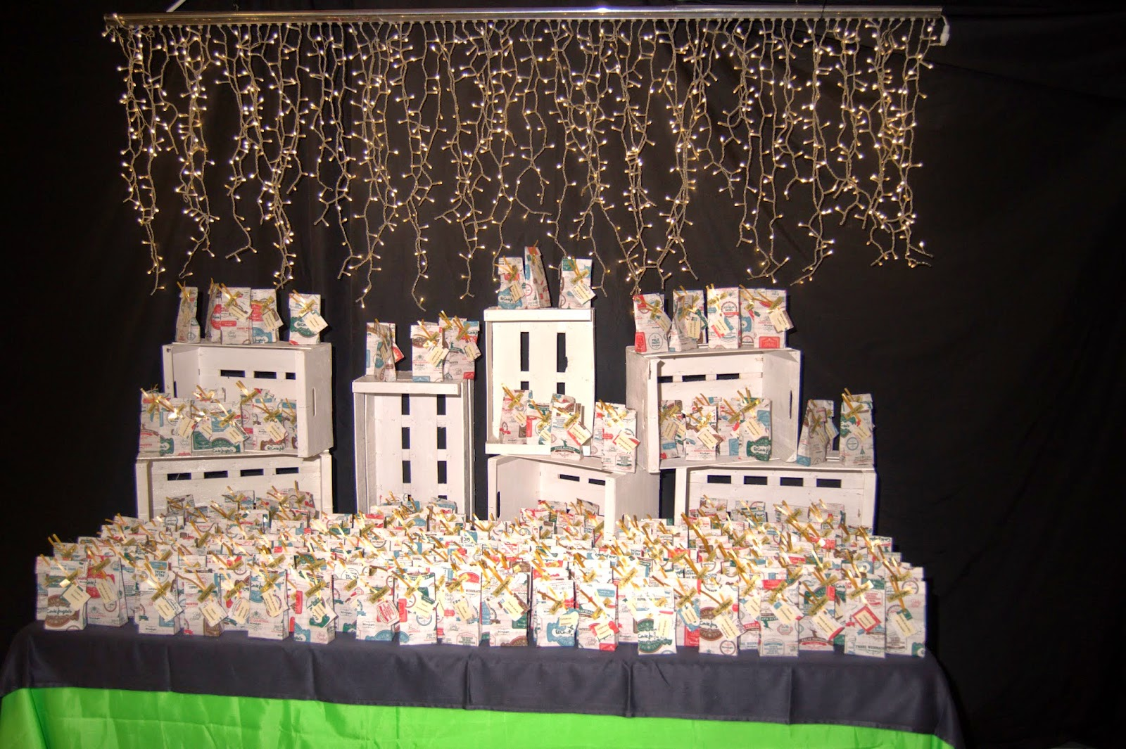 Fiesta de navidad para los empleados del corte ingles lm for Cortinas con luces