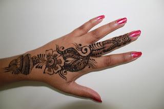 Amankah Ibu Hamil Memakai Henna?