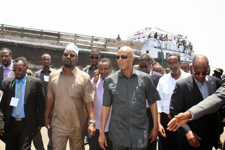 Somali Prime Minister Abdiweli Sheikh Ahmed with president  region of Jubba Ahmed Mohamed Islam