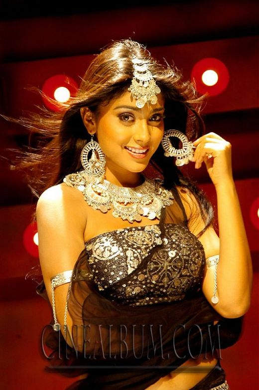 Shreya black outfit hot pic - Shreya pics