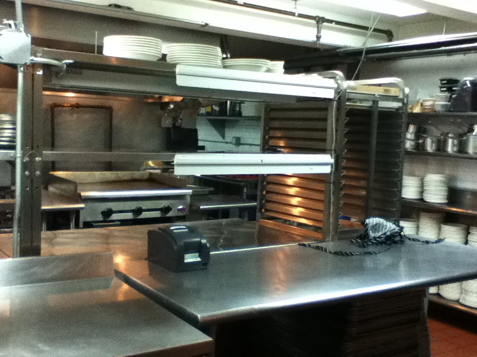 Restaurant Kitchen Stations grill a chef: order up!
