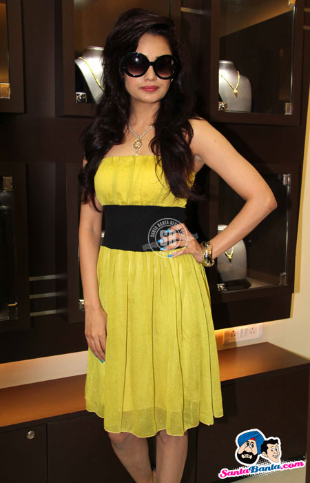 Yuvika Chaudhary - Yuvika Chaudhary at D`Damas Store 