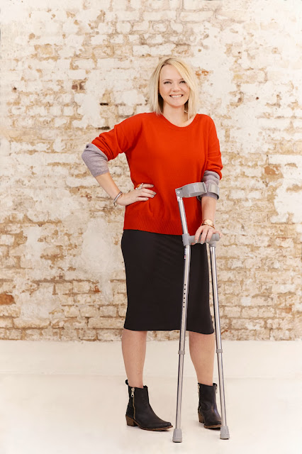 model with crutches