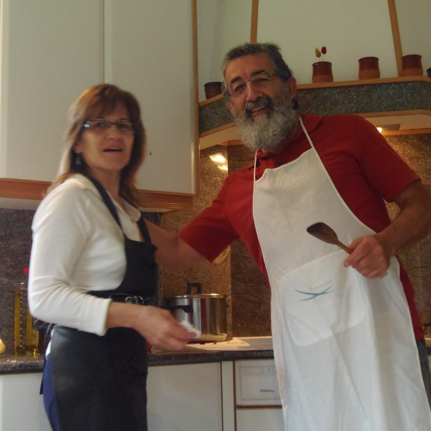 La santa con su ayudante de cocina.