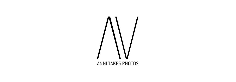 Anni takes photos