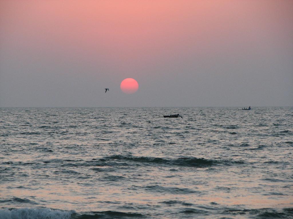 http://3.bp.blogspot.com/-oXxWeVcXYxc/TraboqZlbbI/AAAAAAAAB4A/YDJ9Hjt4hSM/s1600/3_sunset_from_colvabeach_goa.jpg