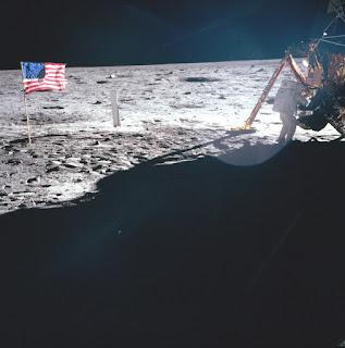 Foto Original De Bandera Americana En La Luna