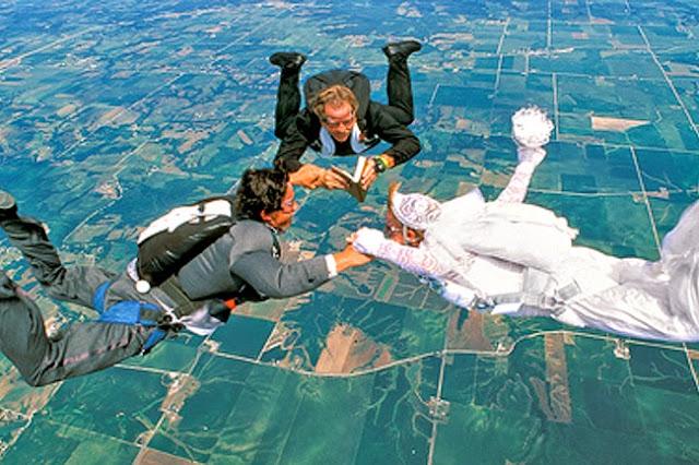 женитьба на парашютах