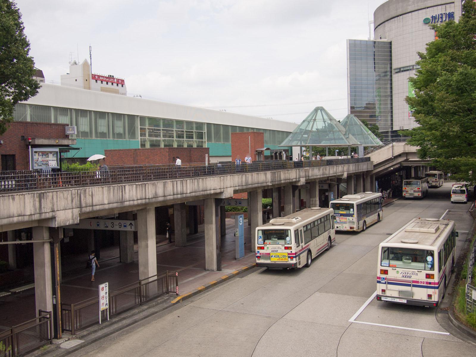 多摩センターのバス乗り場も昭和っぽかったです。