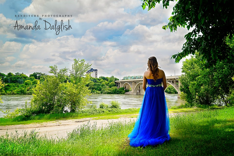 Saskatoon-Graduate-Photographer-Family-Photo-Renditure-Grad-Photography-Senior-Graduates-Child-School-Photos-Junior-Student-Saskatchewan-YXE