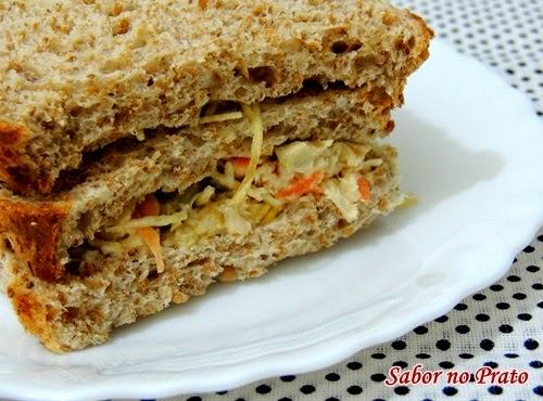 Sugestão de lanche: Sanduíche Natural de Frango super fácil de fazer.