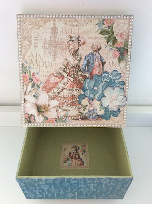 golded-lily-wooden-box-graphic-45