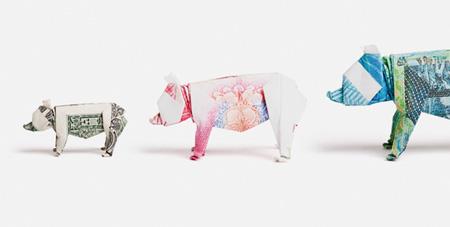 Origami dari uang kertas yang dibentuk menyerupai babi