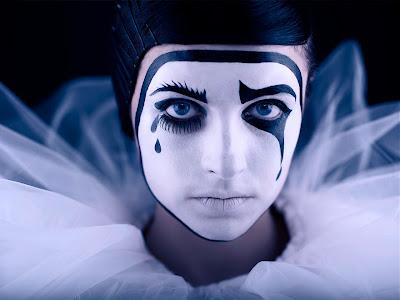 http://3.bp.blogspot.com/-oZVI2P2yowk/Tq7uGP4UuWI/AAAAAAAAAJM/1gU52FF1dhA/s1600/Pierrot_f.jpg