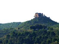 El Castell de Montmany vist des de les runes de Ca l'Andreu