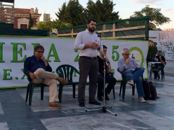 Εύβοια: Ο Φάνης Σπανός πήρε σβάρνα τις πλατείες και διαδηλώνει υπέρ του «ΝΑΙ» - Κάποιος να τον μαζέψει, λένε οι πολίτες που τον ψήφισαν (ΦΩΤΟ)