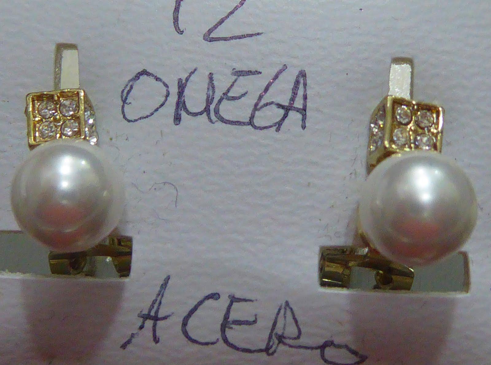 Pendientes de acero dorado con cierre Omega