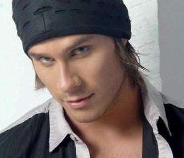 Miguel Arce con mirada encantadora
