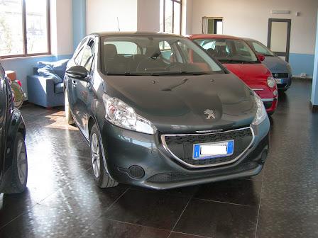 Peugeot 208 1.2 VTi Anno 2013 14.000 km con Garanzia ufficiale 9.000,00 euro