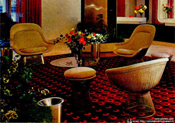 Fauteuils, tabouret, table basse  Designer: Warren Platner - Editeur: Knoll