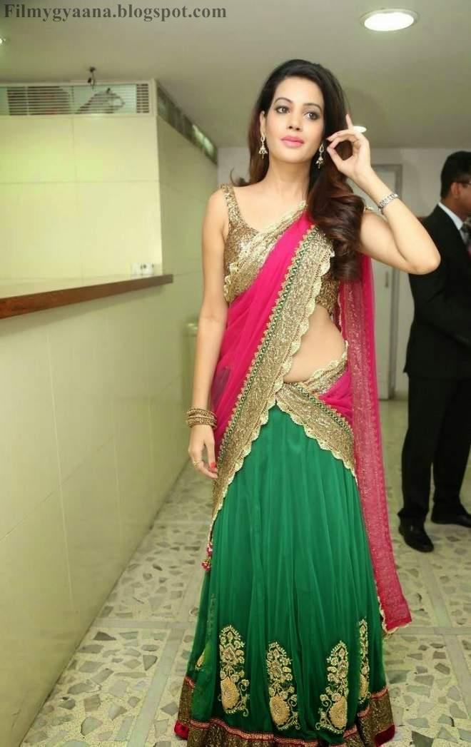 Diksha Panth at Joyalukkas International Jewellery Show Photos