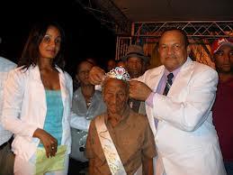 AZUA: La escogen como reina a los 105 años