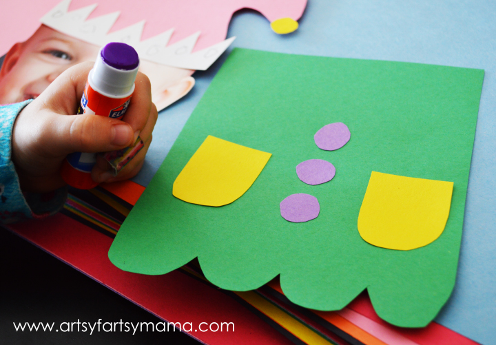 DIY Elf Kids Craft at artsyfartsymama.com #kids #Christmas #elf