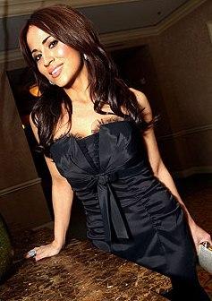 Jackie Guerrido luciendo de negro