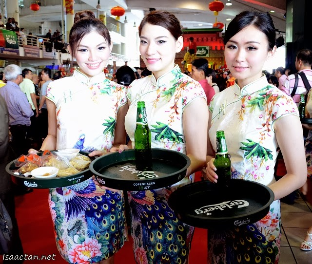 Pretty Carlsberg ladies in cheongsams serving us drinks and food at the launch