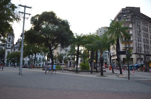 Praça do diário de Pernambuco - Blog Viver e Aprender - A gente reclama de tudo!