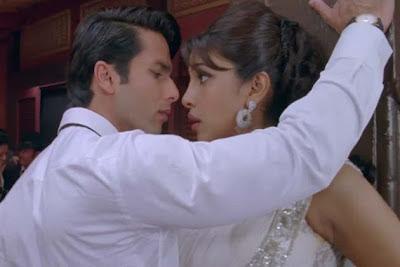 Shahid Kapoor and Priyanka Chopra Teri MeriKahaani Stills