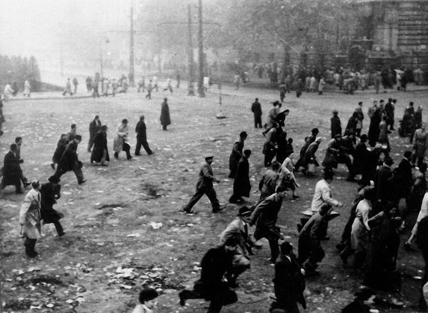 Civis sob o fogo da repressão. Budapest 1956