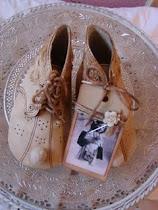 Ouderwetse schoentjes te koop in mijn winkeltje..