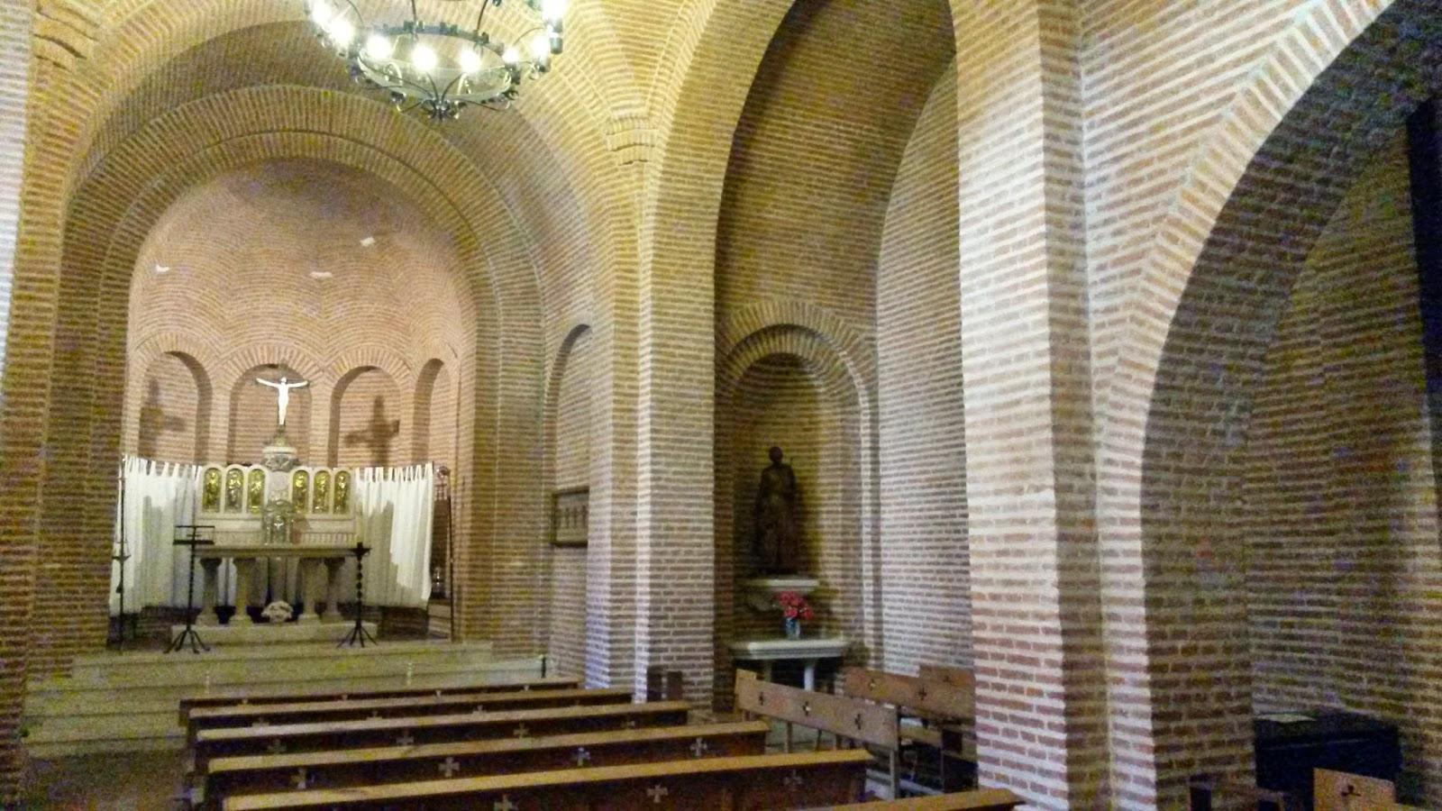 Capilla del Castillo de La Mota, con un retablo representando a los seis santos españoles