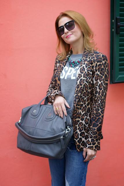 Zara leopard blazer, Givenchy grey Nightingale bag, Asos boyfriend jeans, Fashion and Cookies, fashion blogger