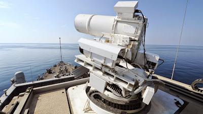 Δείτε το νέο φουτουριστικό όπλο λέιζερ του πολεμικού ναυτικού των ΗΠΑ σε δράση