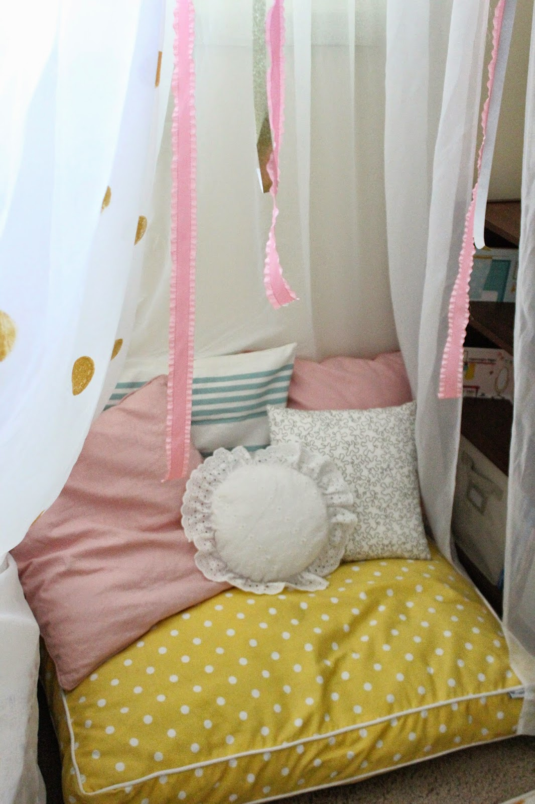 *Tip the polka dot floor pillow is from TJMaxx. Itu0027s a pet pillow! It cost me less than $30. Floor pillows and floor poufs are usually over $50 so go to ... & Mommy Vignettes: DIY No-Sew Tent Canopy Tutorial