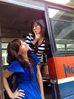 Foto Langka Cewek Cantik Narsis Di Metro Mini [ www.BlogApaAja.com ]