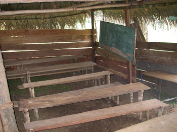 Intérieur de la classe de maternelle et 1er année