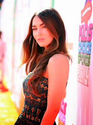 Megan Fox in a strapless green and gold mini dress at 2014 Nickelodeon Kids Choice Sports Awards red carpet