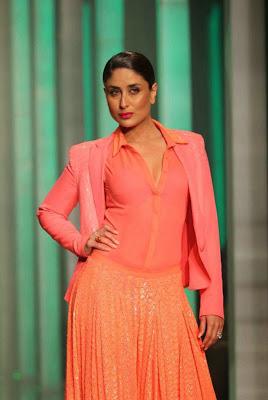 Kareena+Kapoor+Transparent+Dress+Show+Bra006