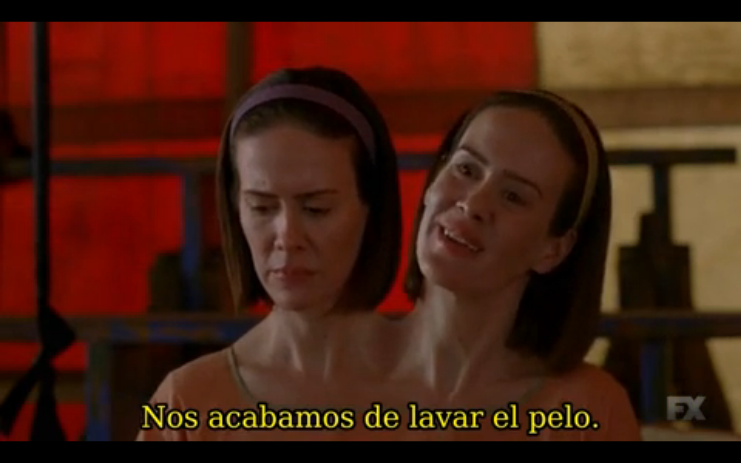 American Horror Story_Freak Show_4x03_Edward Mordrake_Bette_and_Dott_Sarah_Paulson