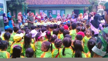 Ratusan Murid TK Kunjungi Koramil 08/Wiradesa