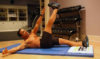 cara cepat membentuk otot berut dengan berbaring