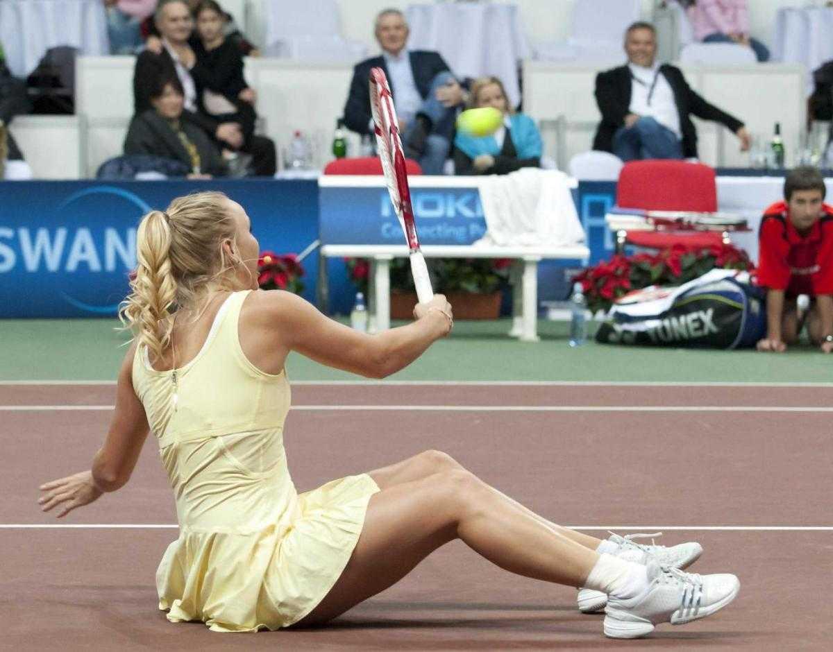 http://3.bp.blogspot.com/-obVQ3wt2QeM/TuXSnOu6k6I/AAAAAAAApEc/ZO4sE702lPI/s1600/Caroline+Wozniacki%25E2%2580%2599s+hot+Upskirt+Ass+in+Charity+Exhibition+Tennis+Match+at+Bratislava+09.jpg
