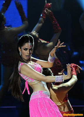 Mallika Sherawat performs at the IIFA Awards night in Toronto_FilmyFun.blogspot.com