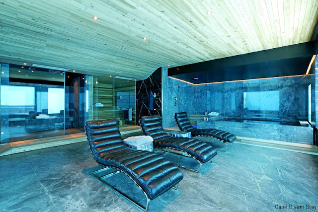 If It's Hip, It's Here: A Stunning Modern Home With Underwater Spa ...