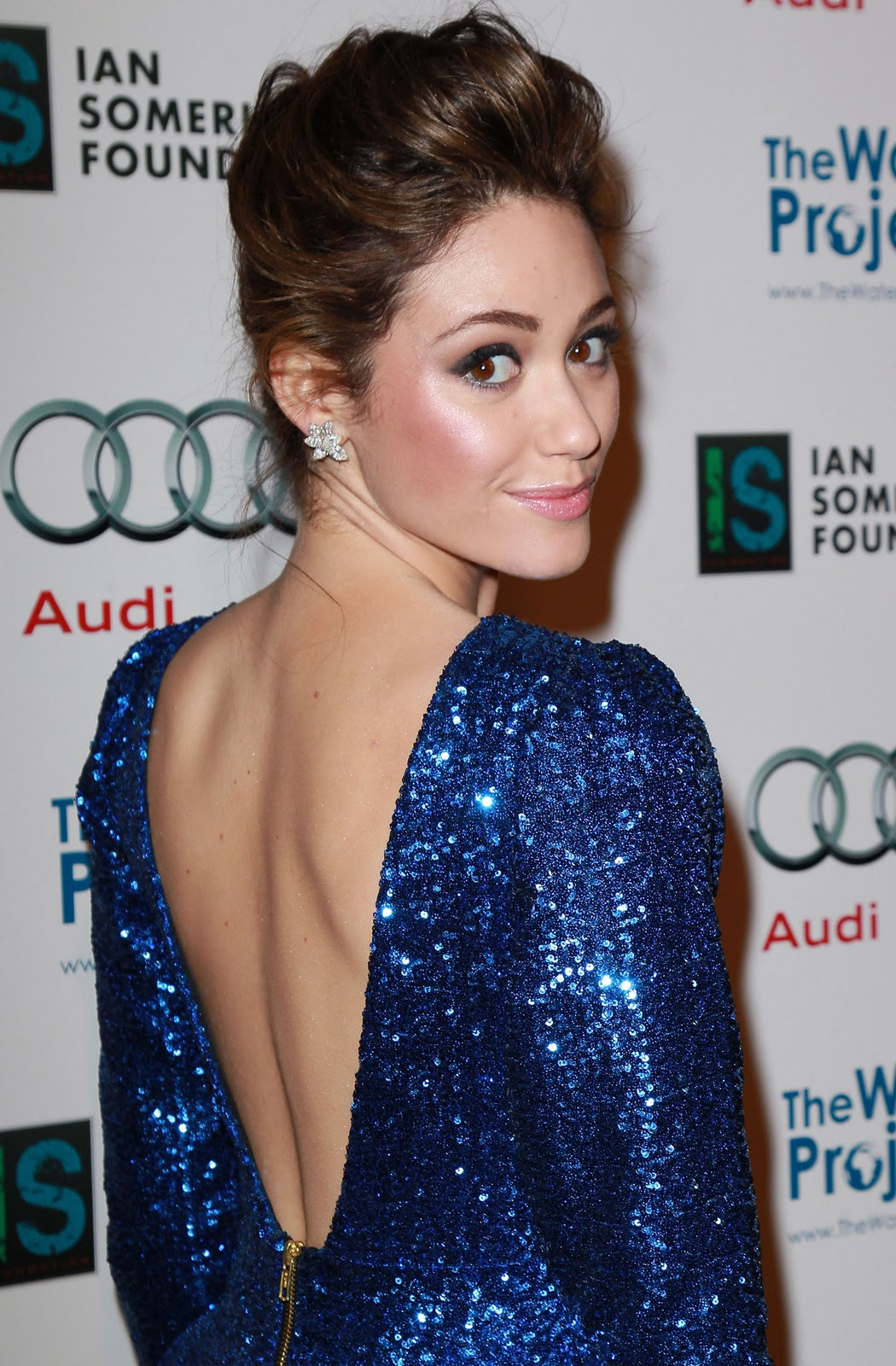 http://3.bp.blogspot.com/-obhtjP-7Otk/TuVEnxvrNCI/AAAAAAAAnbE/zCQWCwbz0wE/s1600/Emmy-Rossum-at-The-Ripple-Effect-Charity-Event-in-Los-Angeles-3.jpg